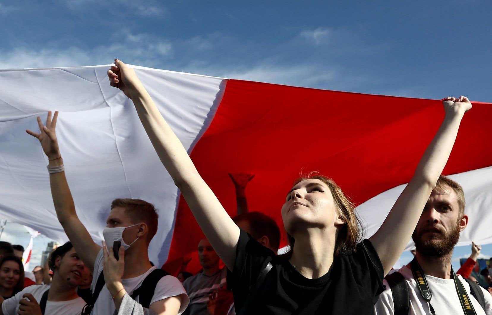 La police biélorusse a annoncé avoir procédé à l'arrestation de 400 personnes à Minsk lors d'un défilé baptisé la «marche des héros» en référence aux victimes de la répression.