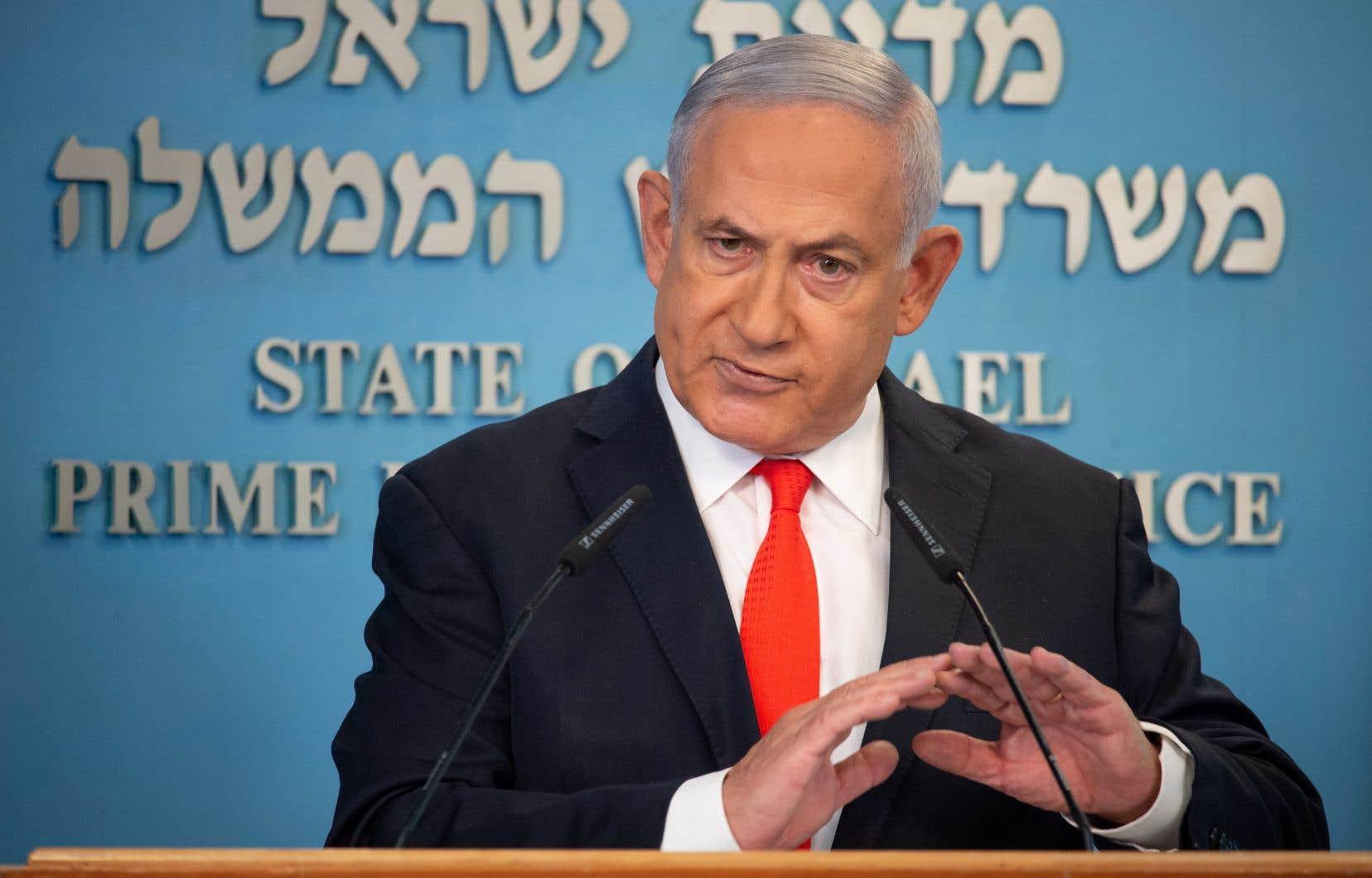 «Aujourd'hui, le gouvernement a décidé de mettre en œuvre un confinement strict de trois semaines avec l'option d'étendre cette mesure», a déclaré le premier ministre israélien, Benjamin Nétanyahou, lors d'une allocution télévisée.