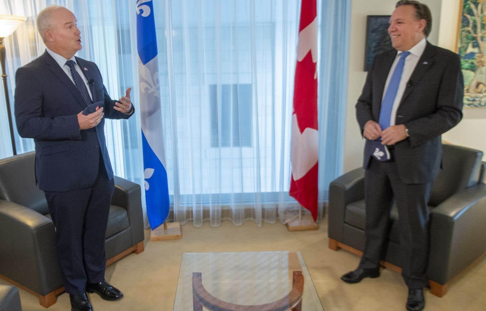 Le nouveau chef conservateur, Erin O'Toole, a rencontré le premier ministre François Legault dans ses bureaux montréalais, lundi.