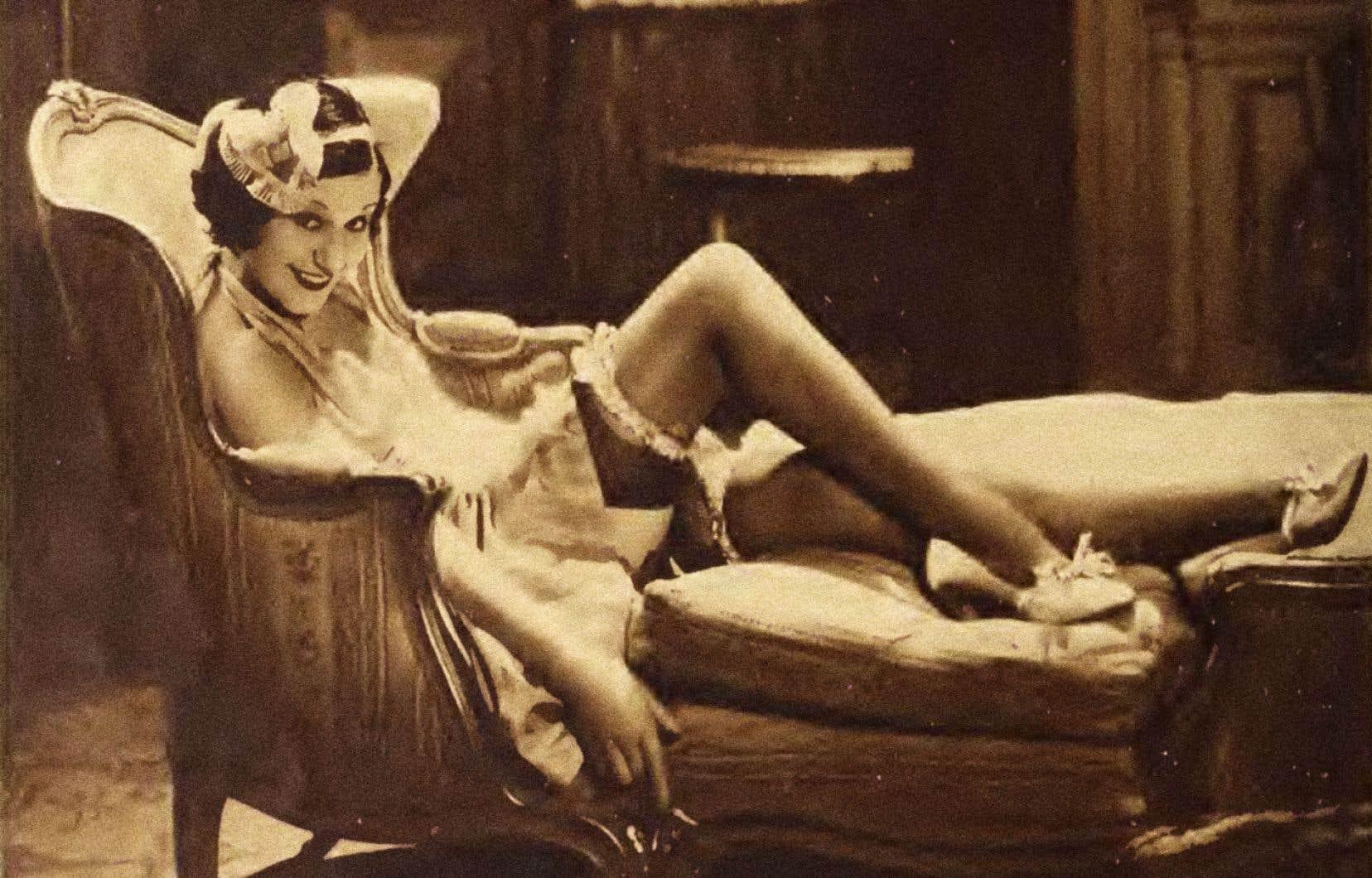 Fifi d'Orsay, photographie recadrée de Ray Jones tirée du magazine «Movie Classic» (1933) numérisé par la bibliothèque du Congrès