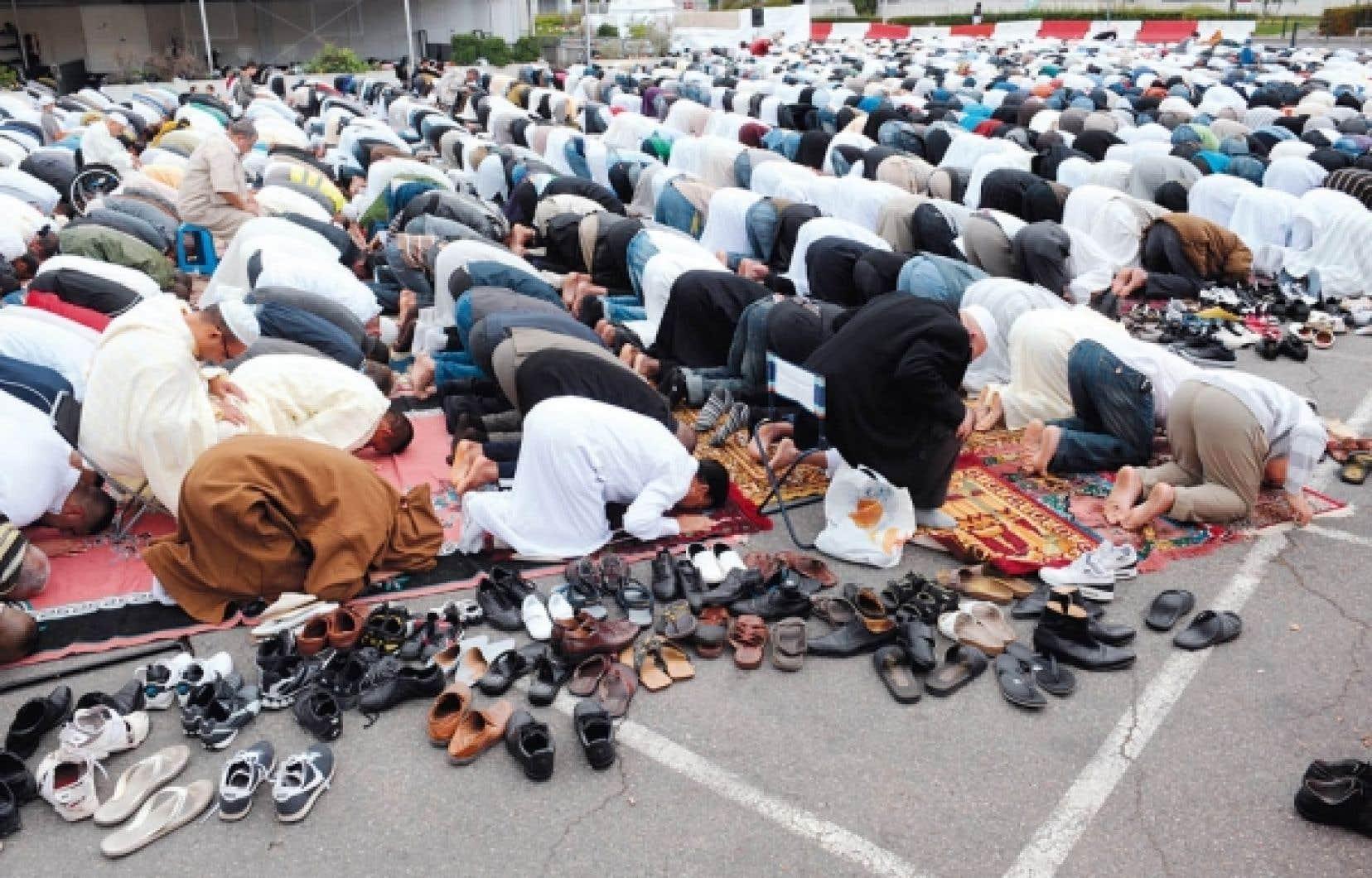 Prière dans une rue de Toulouse, le 10 septembre dernier, pour marquer la fin du ramadan.