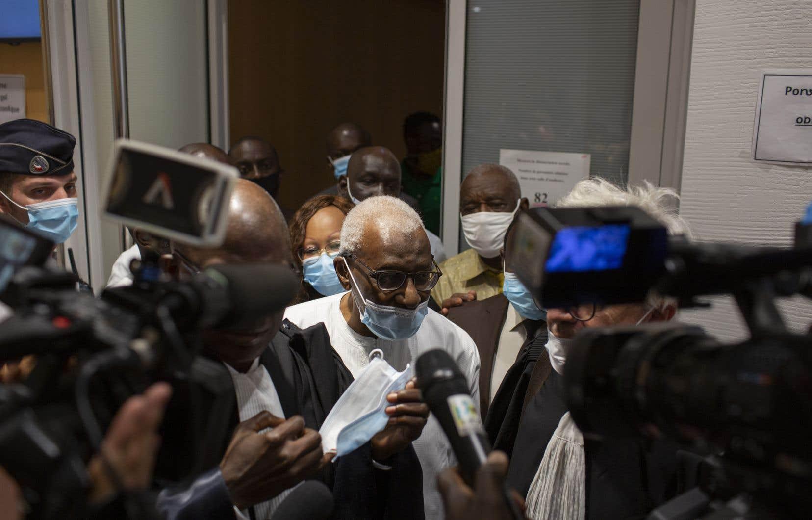 Lamine Diack a été reconnu coupable de nombreuses accusations de corruption et d'abus de confiance, mais a été blanchi des accusations de blanchiment d'argent.