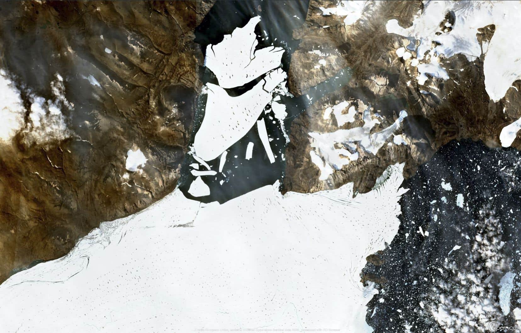 <p>Dans un scénario de forte réduction des émissions, la fonte de la calotte groenlandaise pourraitrajouter trois centimètres au niveau des mers.</p>