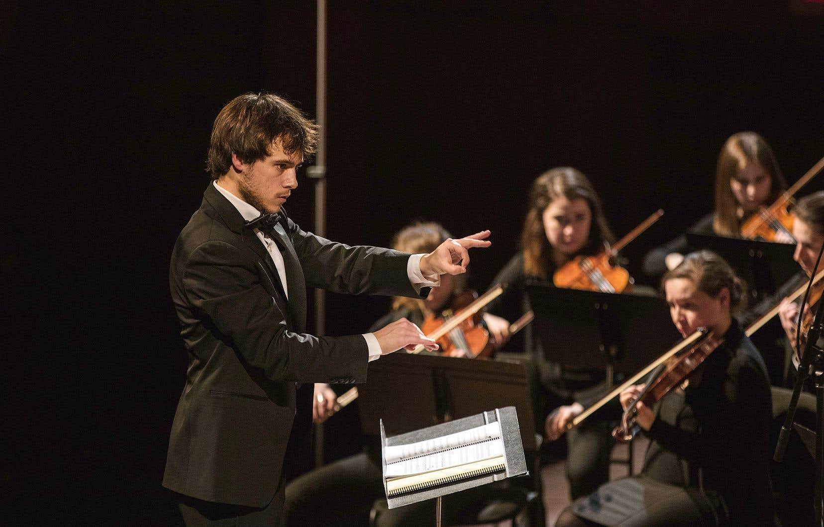 Le jeune chef Nicolas Ellis, le seul à avoir dirigé après le déconfinement à la fois à la Maison symphonique de Montréal, au Grand Théâtre de Québec et au Palais Montcalm.