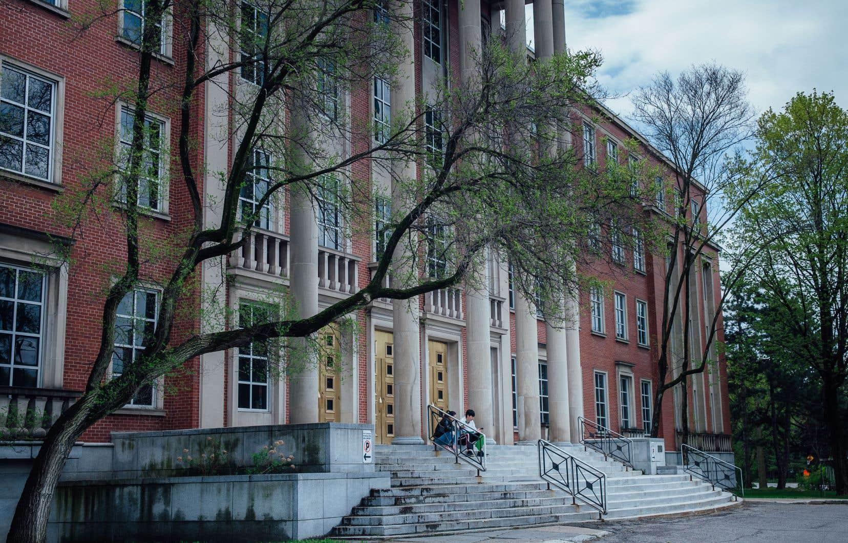 L'Association des commissions scolaires anglophones du Québec a accueilli favorablement ce jugement, qui permet que les élections dans les commissions scolaires anglophones se déroulent en novembre selon les anciennes règles.