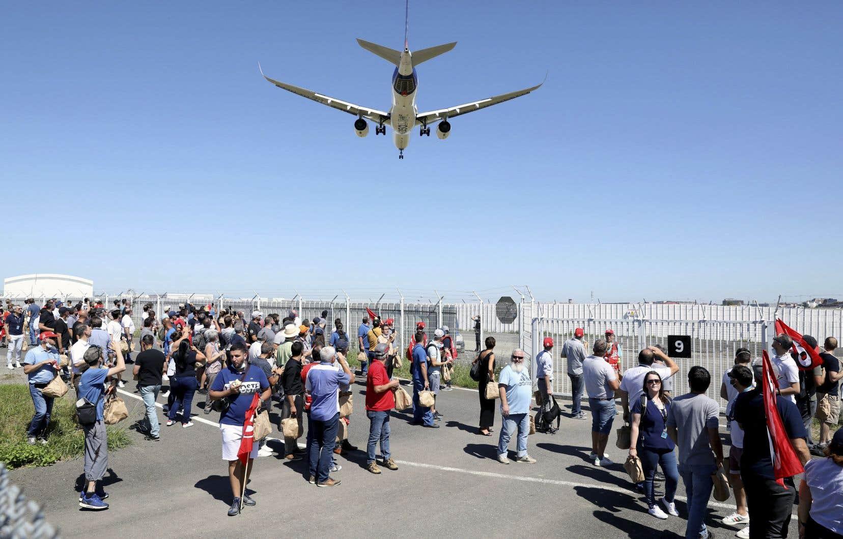 Seuls 100 des 350 employés de l'usine d'Airbus à Mirabel qui avaient été mis à pied ont été rappelés, sur les 2800 qui y œuvraient avant la crise.