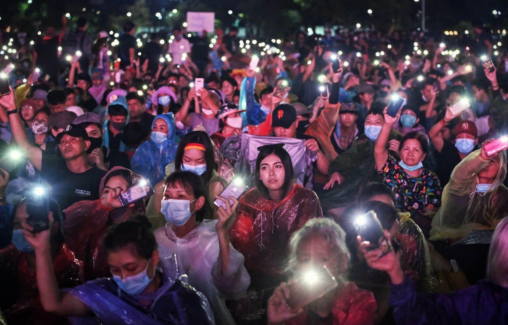 En fin d'après-midi, la police recensait plus de 15000 manifestants, tandis que les organisateurs évoquaient «des dizaines de milliers de personnes».