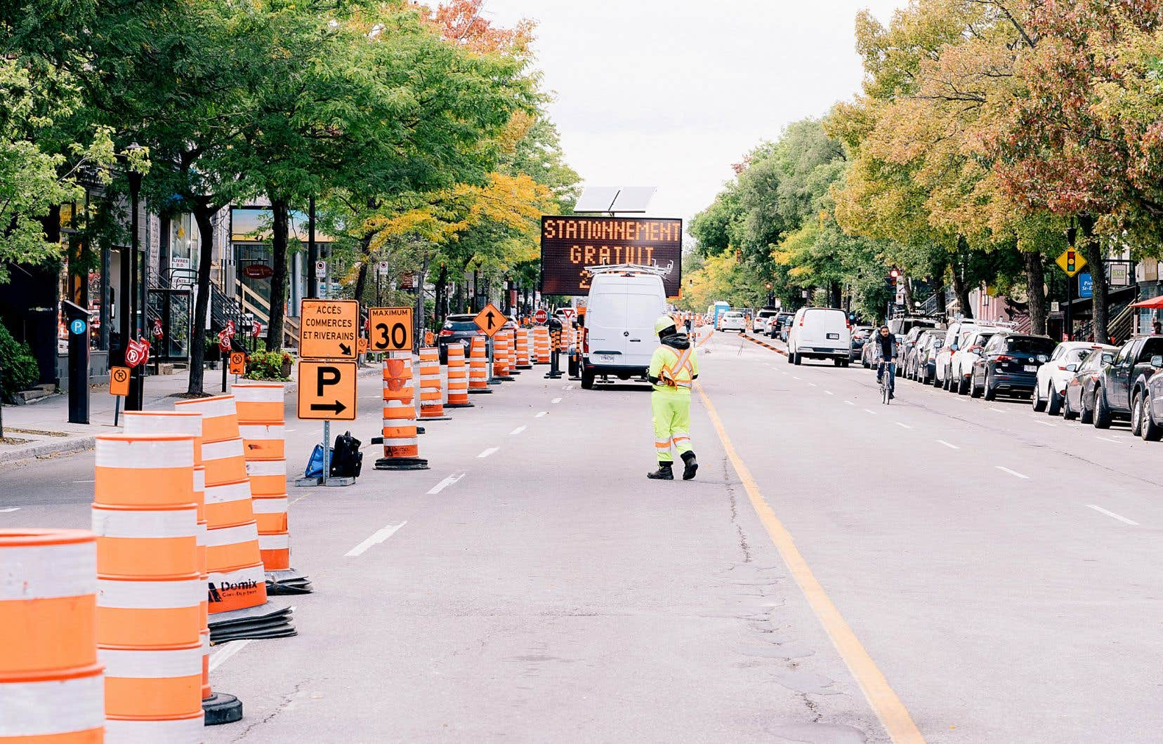 Le chantier du REV prendra fin deux semaines plus tôt que prévu selon la Société de développement commercial de la rue Saint-Denis. La réouverture entre les rues Gilford et Roy a été devancée au 9octobre.