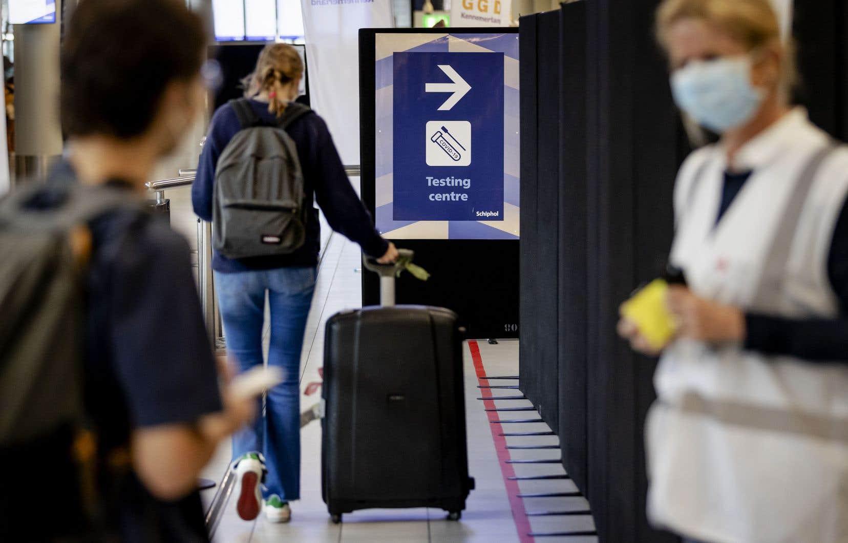 Un dépistage avant le départ permettrait d'éviter aux passagers de se soumettre à une quarantaine à leur arrivée à destination, croit l'IATA.