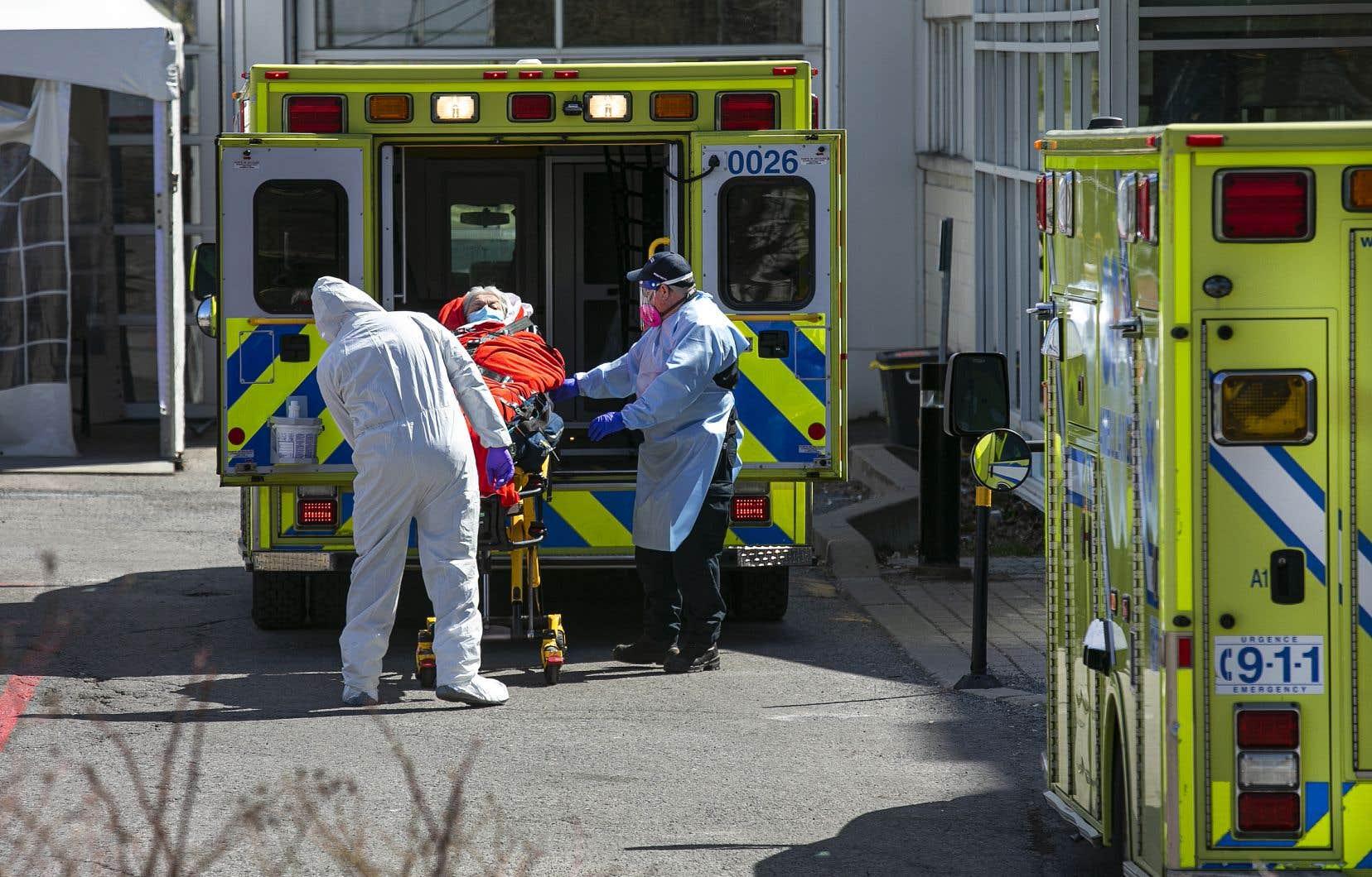 Le Québec dispose d'un nombre suffisant de lits dans les hôpitaux pour accueillir les patients atteints de COVID-19 au cours des quatre prochaines semaines, selon l'INESSS.