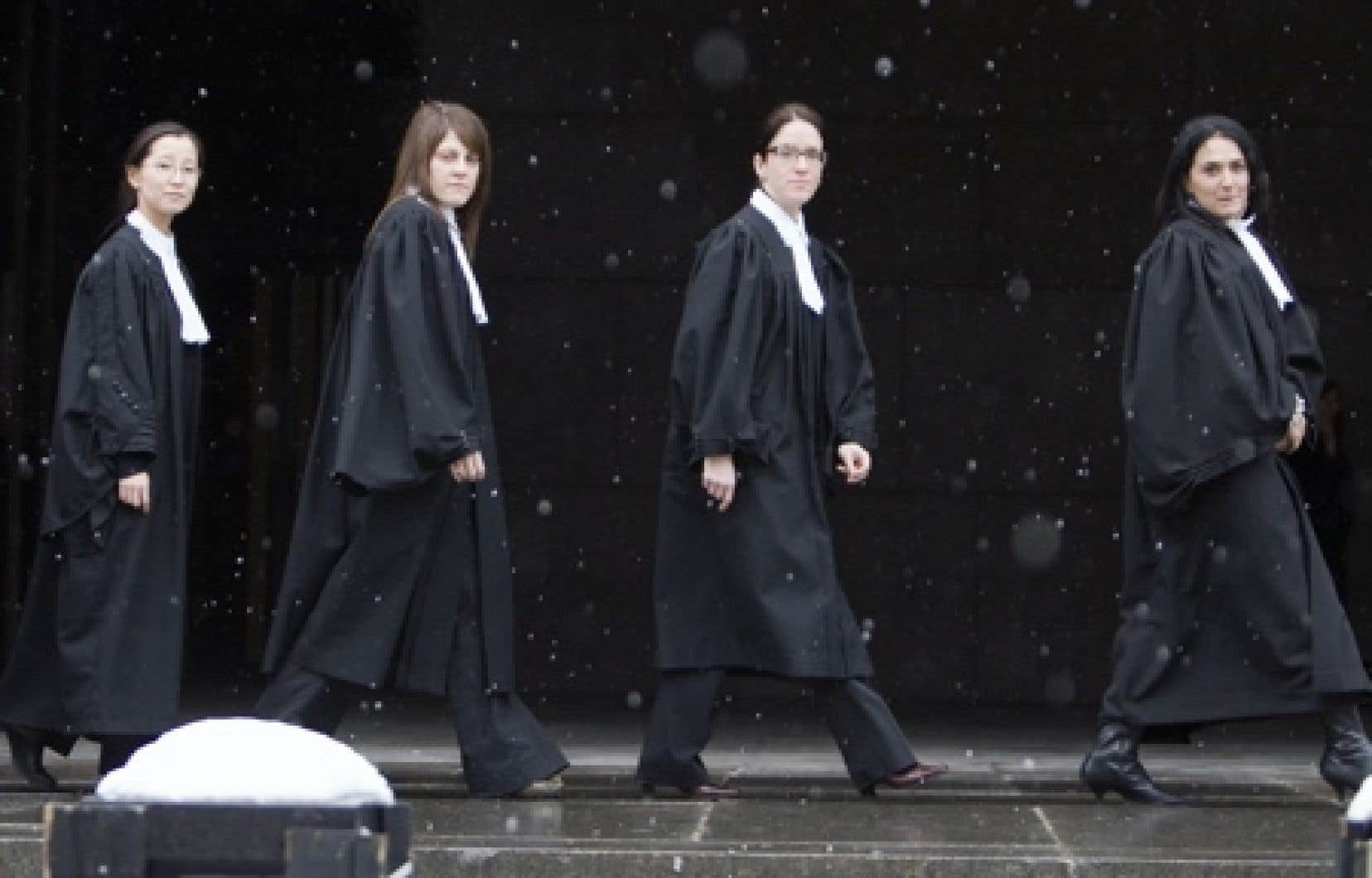Les procureurs de la Couronne crient à l'«intimidation pour que les procureurs rentrent au bercail sous la menace d'une loi spéciale». <br />