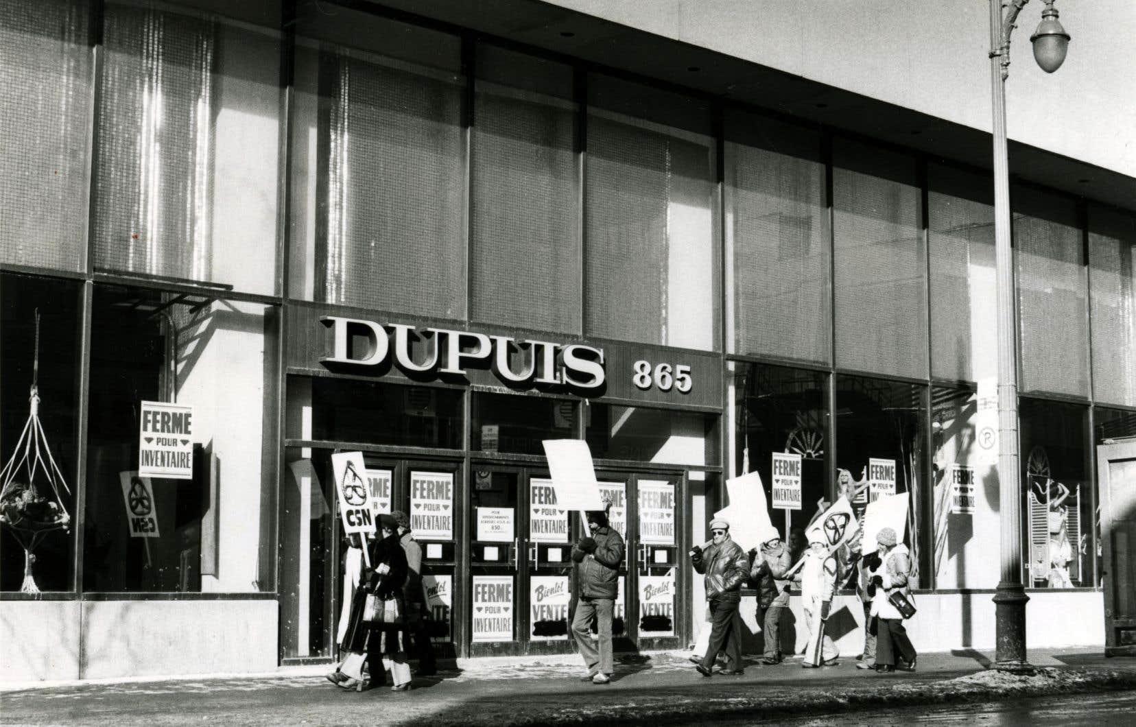Des employés de Dupuis Frères en grève en 1978