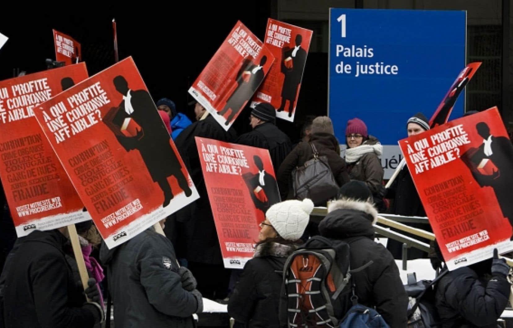 Le ministre de la Justice, Jean-Marc Fournier, assure que le gouvernement est disposé à poursuivre les pourparlers avec les 450 procureurs et les 1000 juristes de l'État.<br />