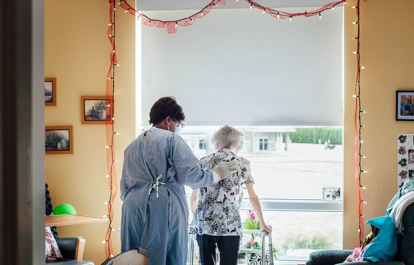 Les professionnels de la santé sont à bout de souffle, constate le médecin gériatre Quoc Dinh Nguyen, quelques jours à peine après l'arrivée de la seconde vague de coronavirus au Québec.