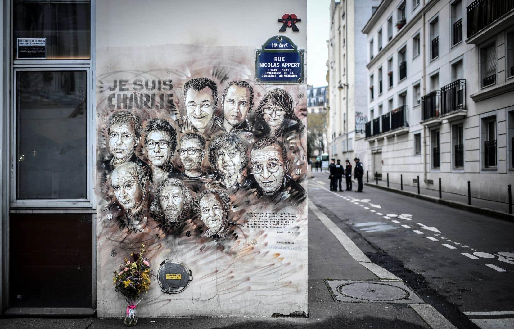 L'attaque a eu lieu devant l'agence de presse Premières Lignes dont l'immeuble, situé dans l'Est parisien, est le même que celui qui abritait les locaux de <i>Charlie Hebdo</i>, lorsque la rédaction avait été visée par un attentat meurtrier en 2015.