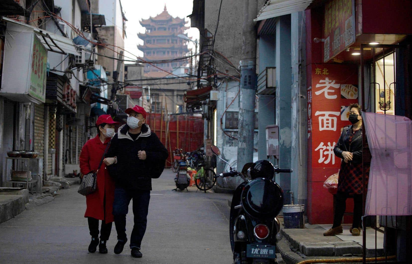Aujourd'hui, alors qu'elle affirme ne plus compter aucune infection sur son territoire, la Chine «clame sa victoire contre le virus et contre le monde, devant un Occident qui se désagrège», dit Alexandre Labruffe. «L'atmosphère est plus détendue à Wuhan que quand je suis parti en janvier», dit-il.