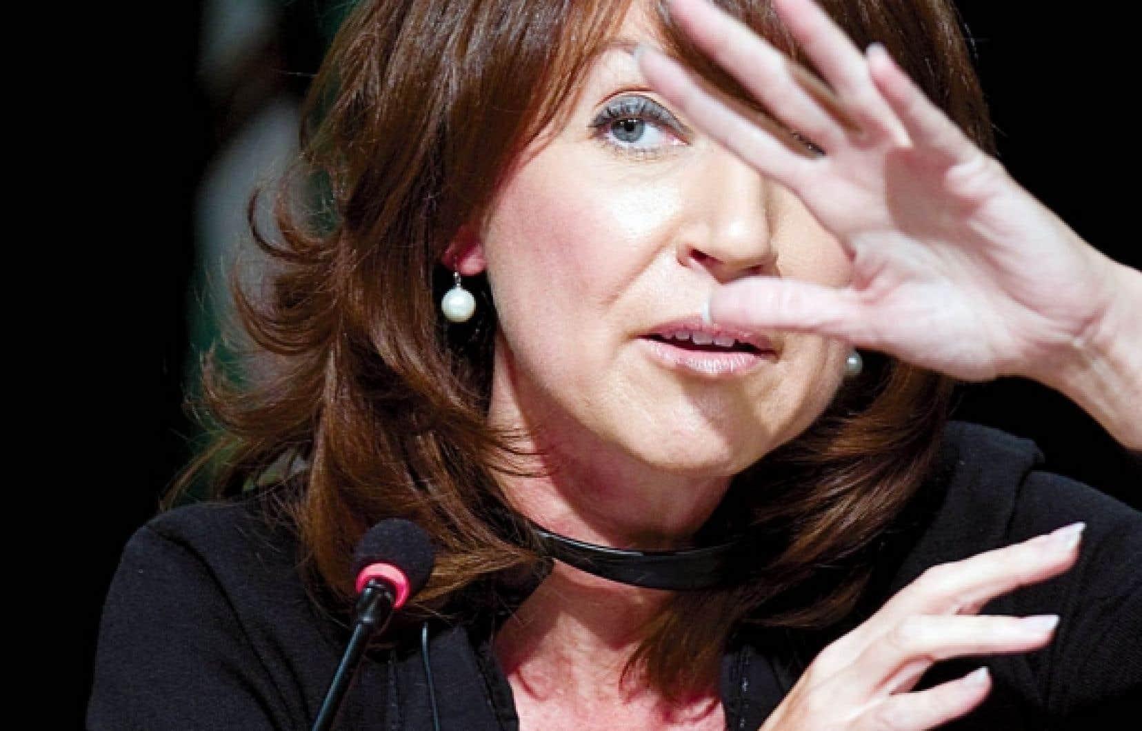 De son c&ocirc;t&eacute;, la ministre Nathalie Normandeau affirme &ecirc;tre dispos&eacute;e &agrave; d&eacute;voiler les termes de l&rsquo;entente.<br /> <br />