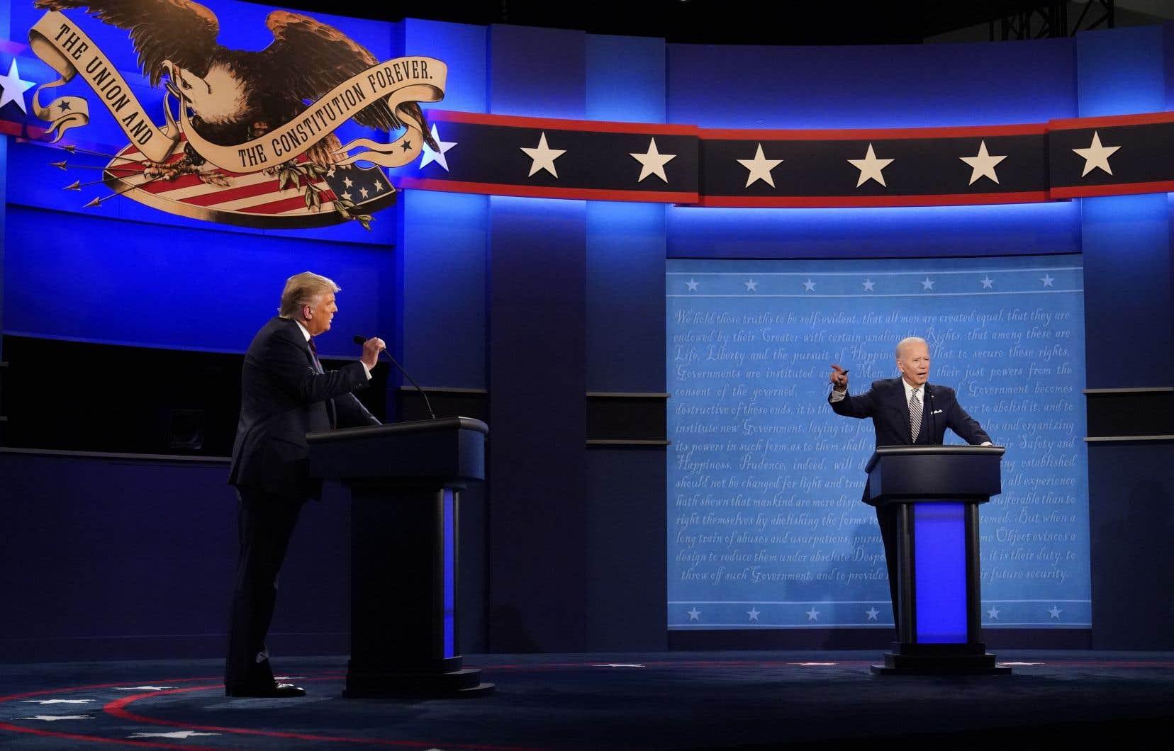 À 35 jours du vote, les deux candidats à la présidence américaine, Donald Trump et Joe Biden, ont croisé le fer dans un débat acrimonieux et tendu.