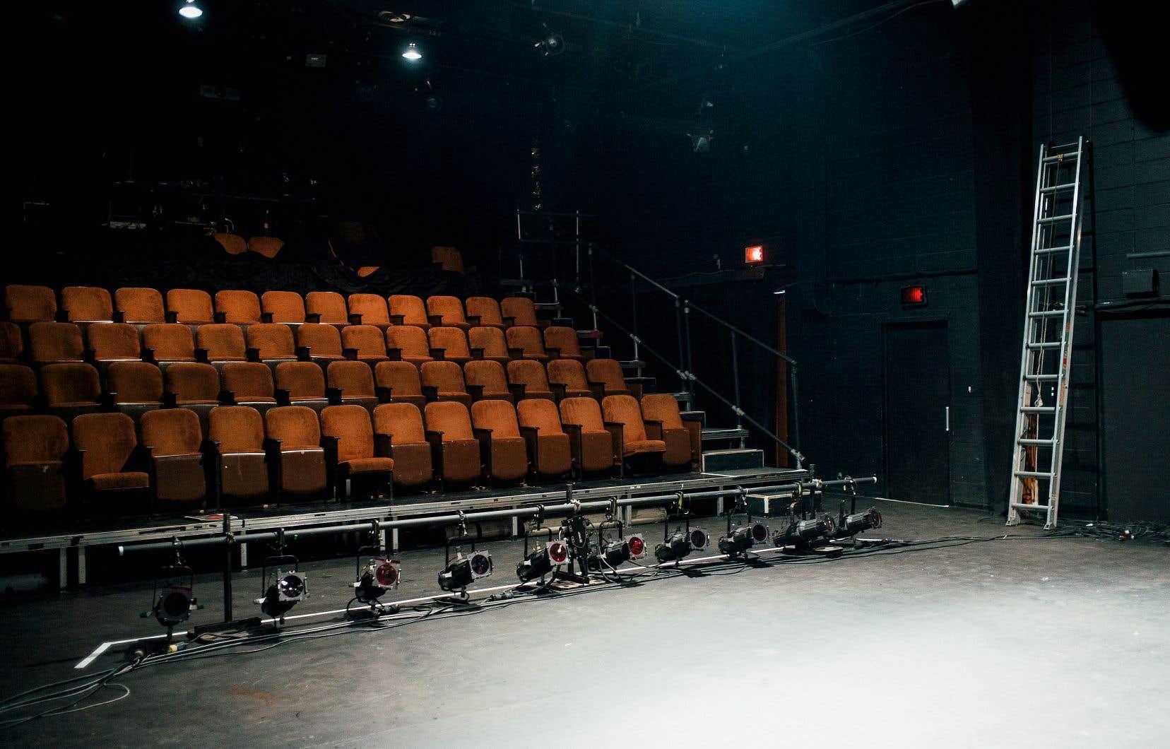 Salles de spectacle, cinémas, musées, bibliothèques et théâtres en zone rouge ont tous été reconfinés.