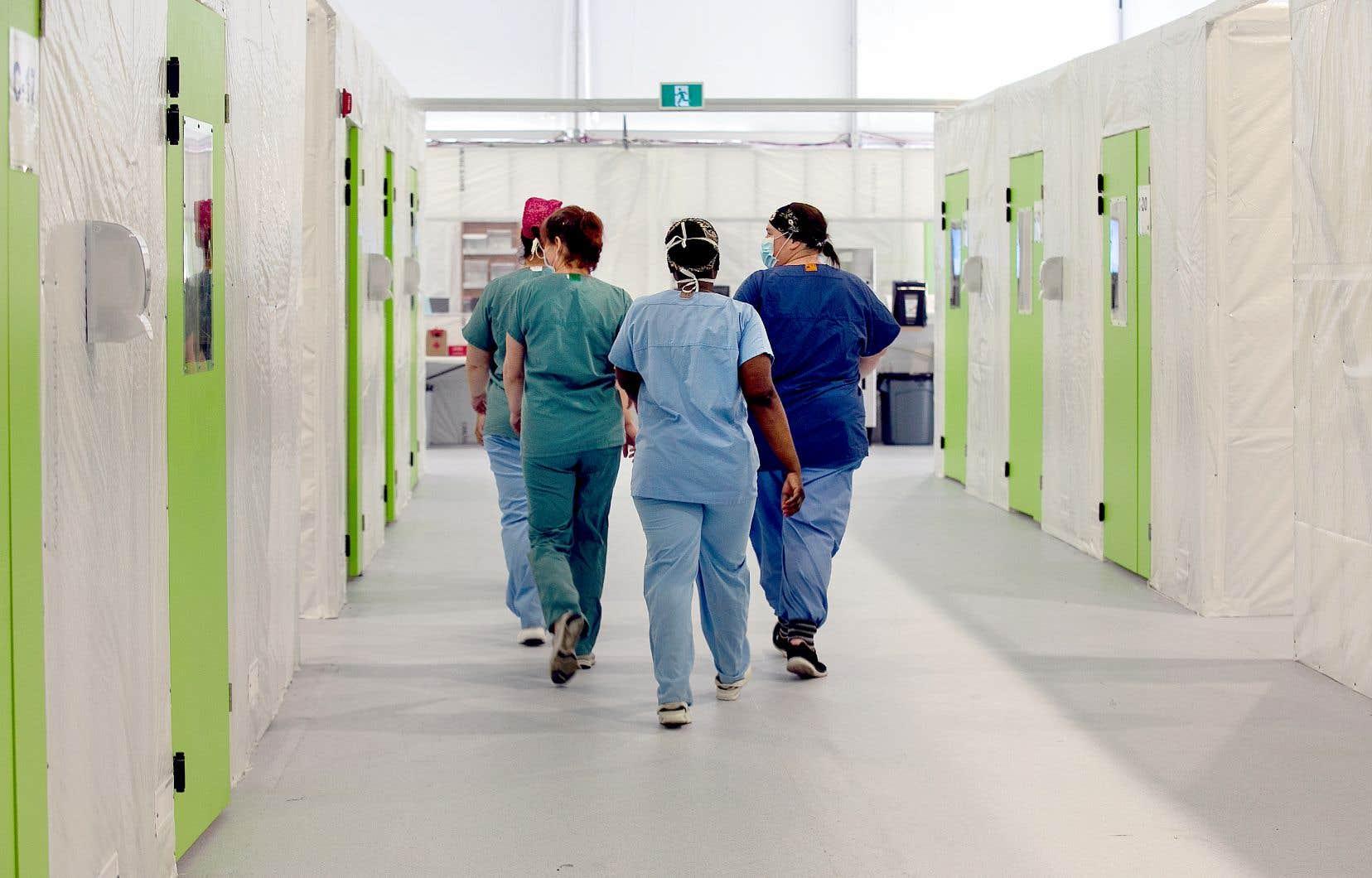 Lors de la première vague de la pandémie, des employés du secteur de la santé, comme les infirmières, ont été des vecteurs de la COVID-19.