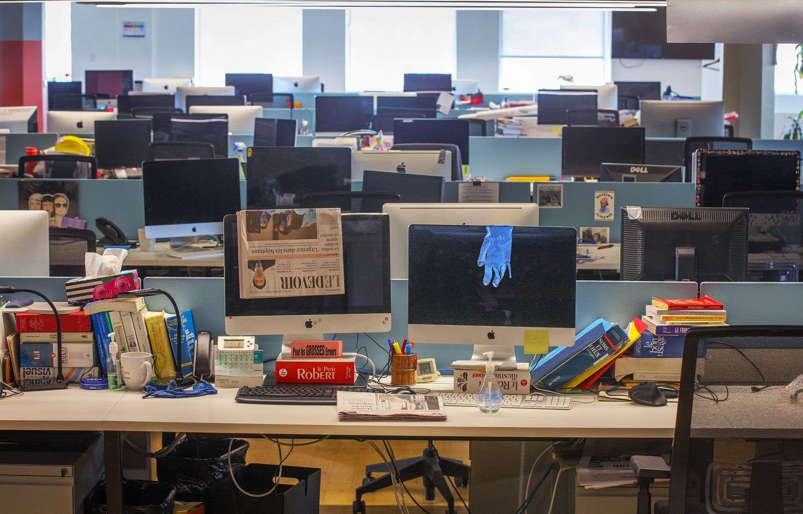 L'impossibilité de fréquenter ses collègues au quotidien et de profiter des petites discussions informelles qui rythment les journées au bureau engendre chez certains un isolement social.