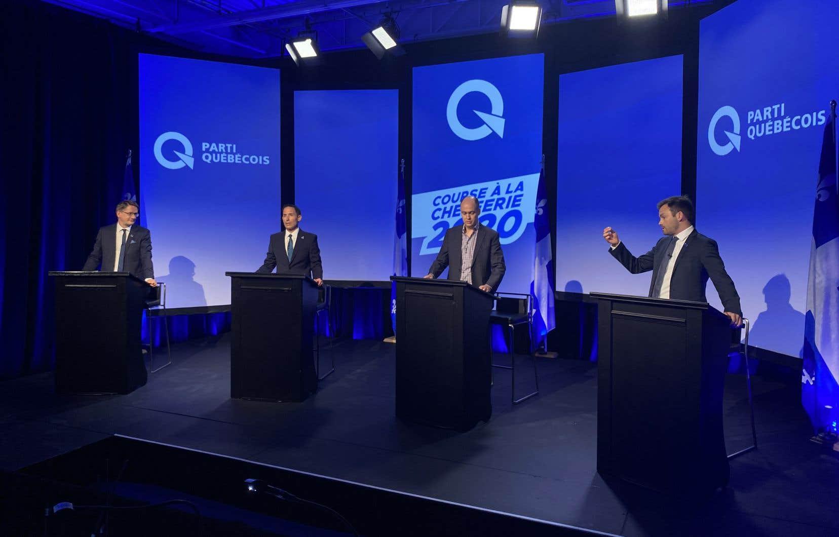 Chaque personne habilitée à voter devra indiquer ses trois premiers choix par les quatre candidats en lice: le député Sylvain Gaudreault, l'historien Frédéric Bastien,l'humoriste Guy Nantel et l'avocat Paul St-Pierre Plamondon.