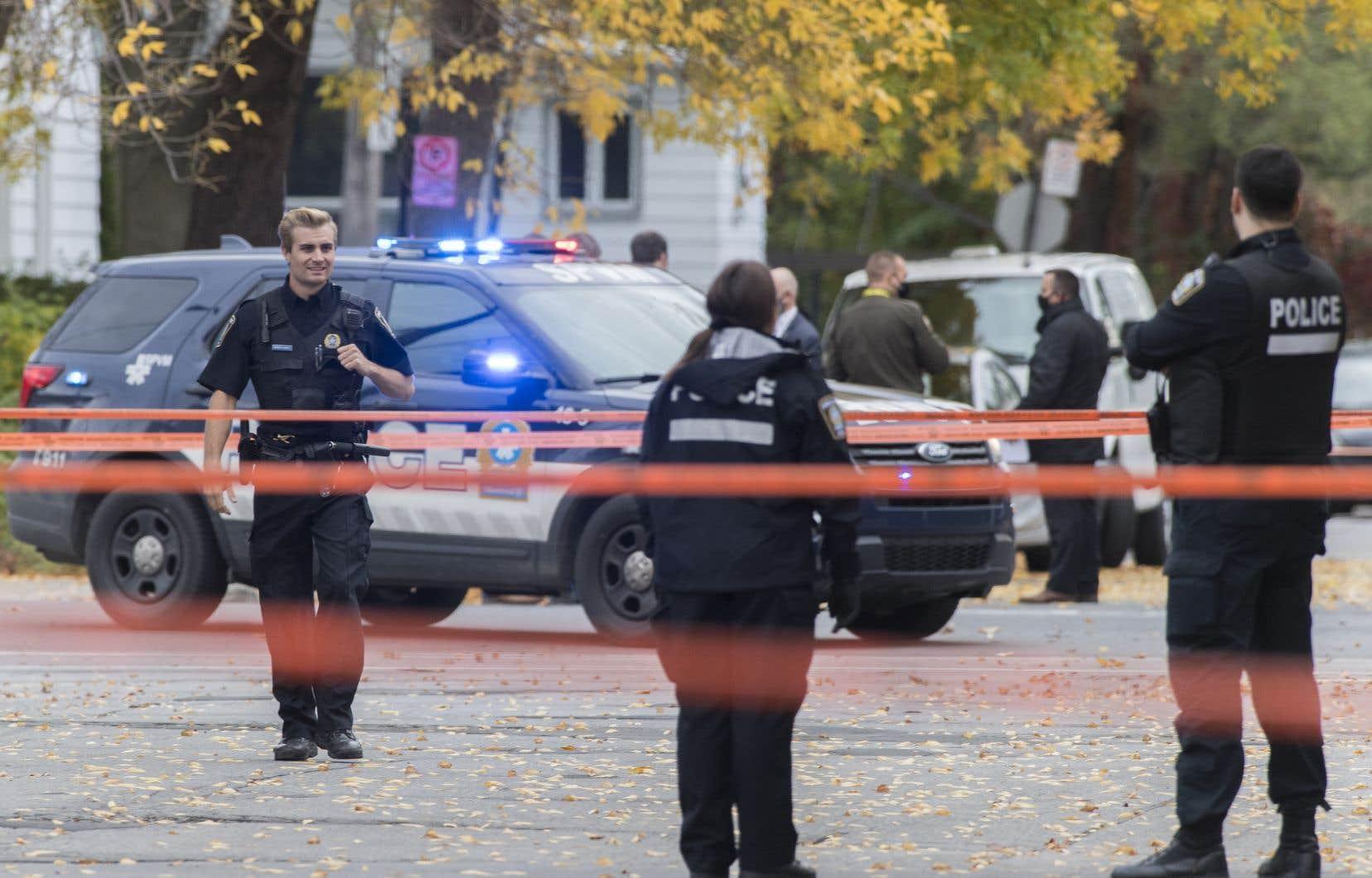 Le suspect a tiré sur les policiers du Service de police de la Ville de Montréal (SPVM) qui ont répliqué, ce qui explique les enquêtes du BEI et de la SQ sur ces évènements.