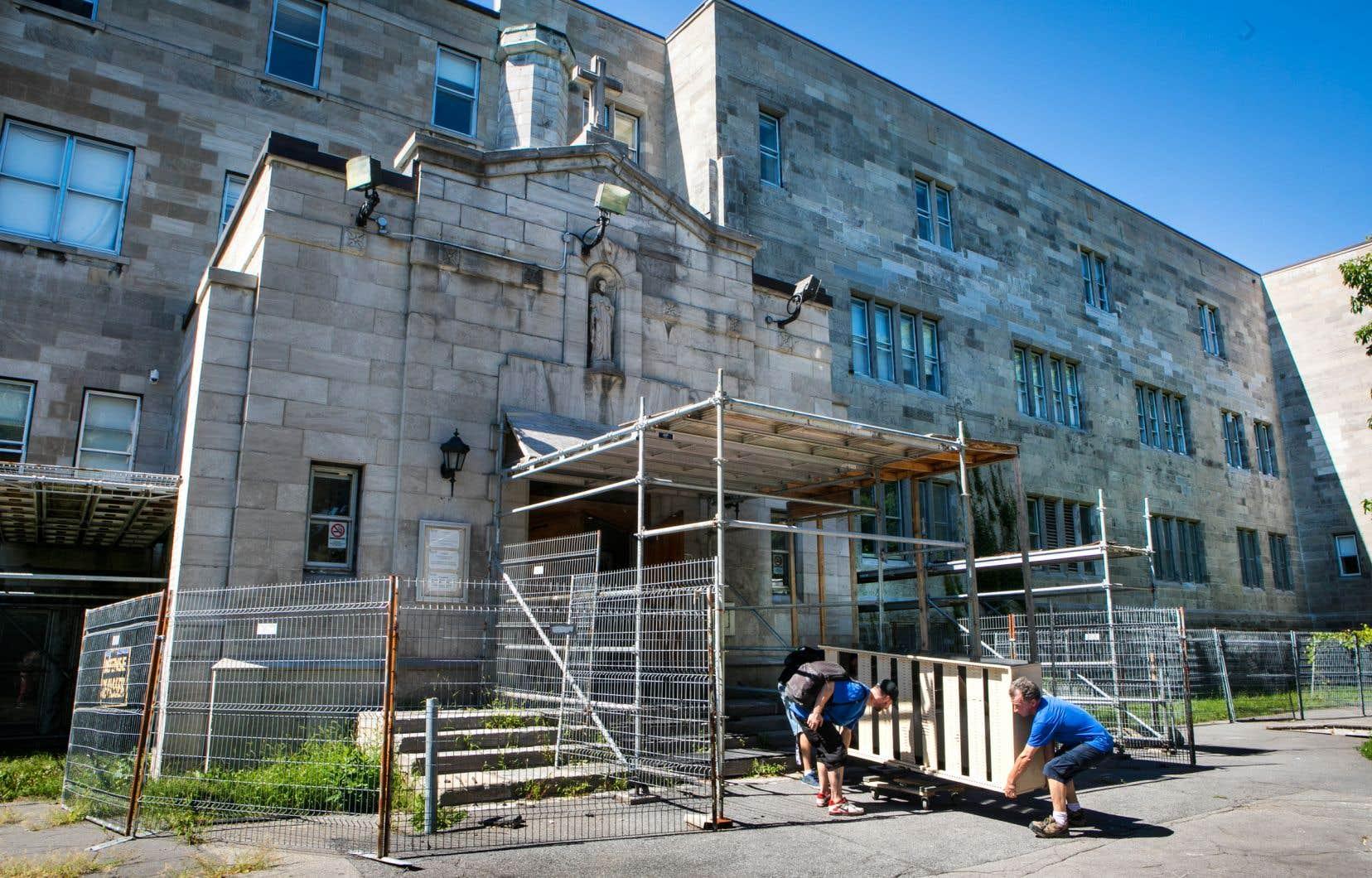 L'édifice principal de l'école Sophie-Barat est dans un état lamentable.