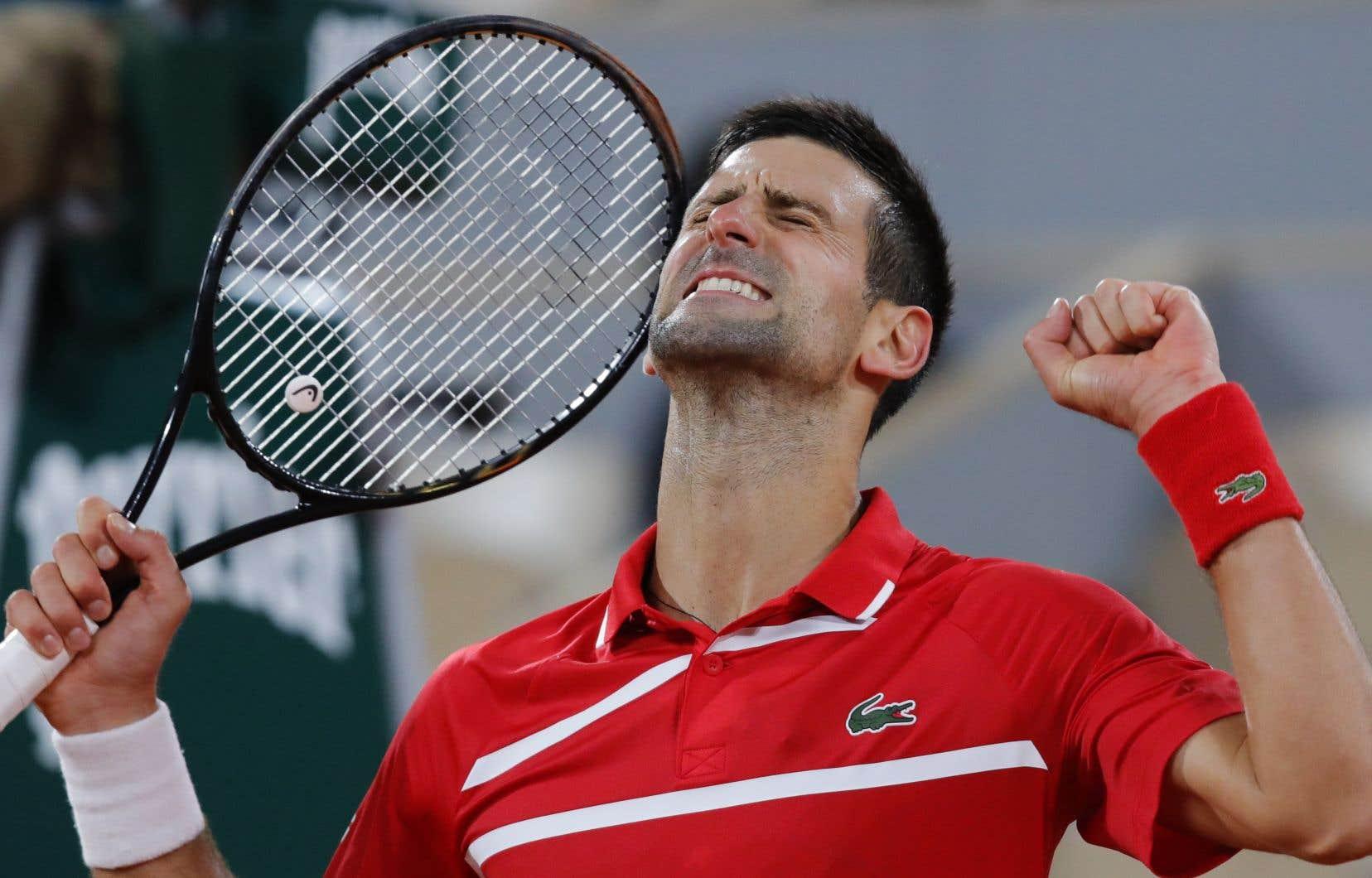 «Je n'ai pas perdu de manche jusqu'en quarts de finale, c'est bien. Je me sens bien sur le court et… on y va!», s'est réjoui Djokovic.