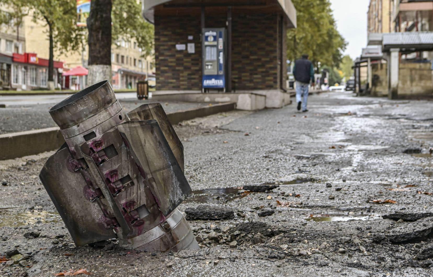 Une rocket non explosée dans la principale ville séparatiste de la région du Haut-Karabakh, Stepanakert, le 6 octobre 2020.
