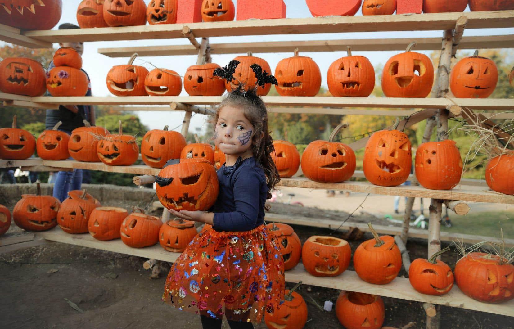 Les villes comme Montréal, Laval, Longueuil, Québec et Sherbrooke entendent s'en remettre aux recommandations de la Santé publique en ce qui concerne l'Halloween.