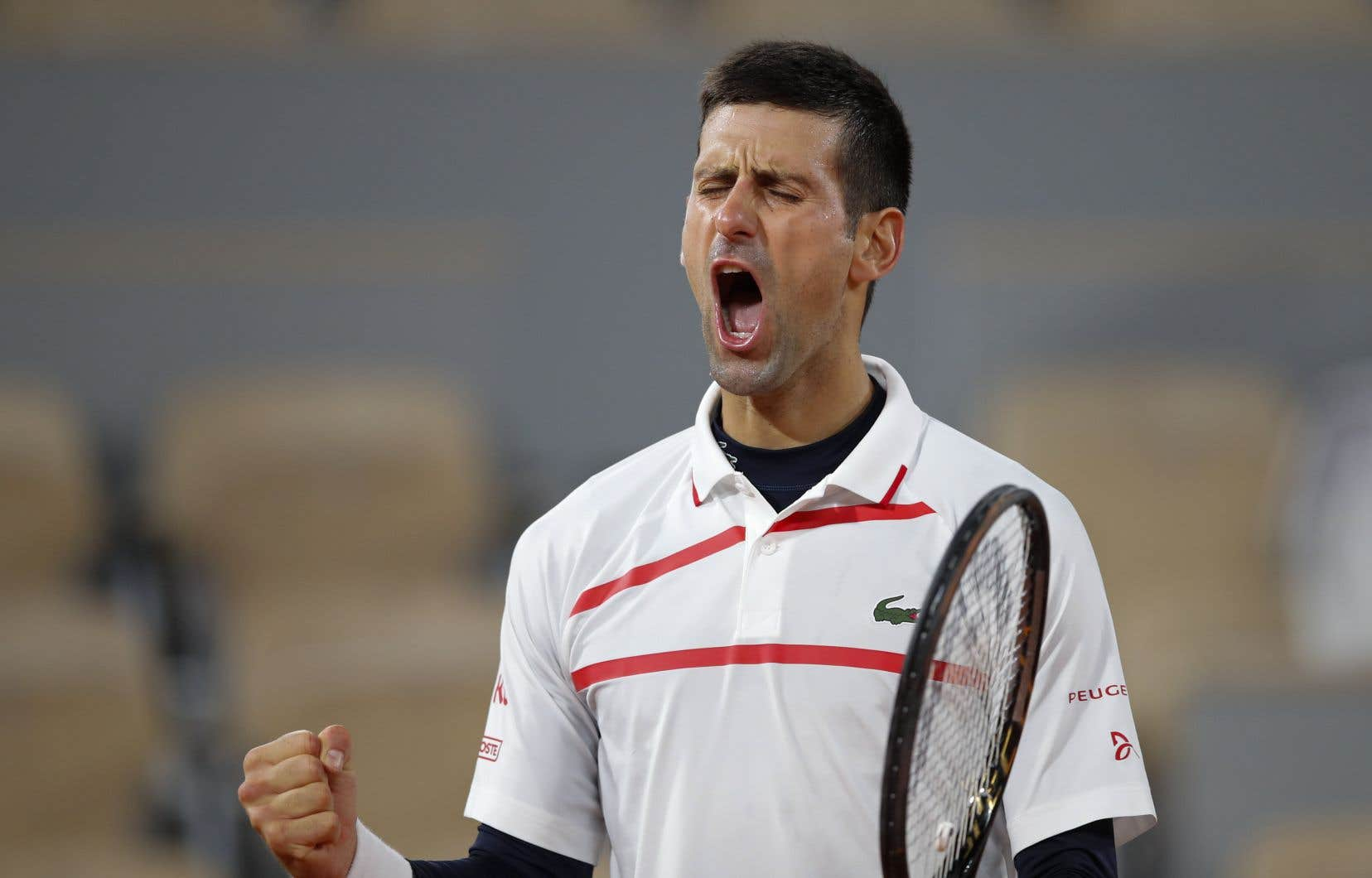 À 33ans, Djokovic n'est plus qu'à deux victoires d'un accomplissement historique: devenir le premier joueur de l'ère Open, et seulement le troisième de l'histoire, après les Australiens Rod Laver et Roy Emerson, à s'offrir au moins deux fois chacun des quatre trophées du Grand Chelem.