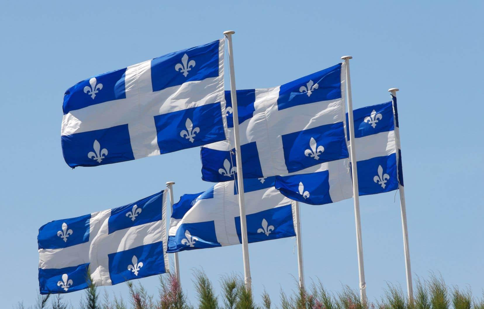 «La réalité, selon Statistique Canada, c'est qu'un dollar investi dans les services publics rapporte en moyenne 1,10$ au PIB québécois, alors qu'un dollar d'investissement dans le secteur primaire rapporte autour de 0,80$», écrivent les signataires.