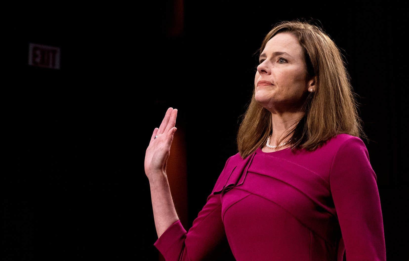 La juge Amy Coney Barrett a été nommée fin septembre par le président républicain et devrait assurer une majorité conservatrice à la Cour suprême des États-Unis. Son audition par le Sénat, si près de l'élection présidentielle, est critiquée par les démocrates.