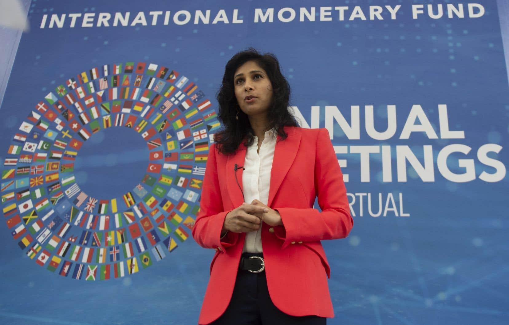 L'économiste en chef du FMI, Gita Gopinath, devant la presse mardi à Washington