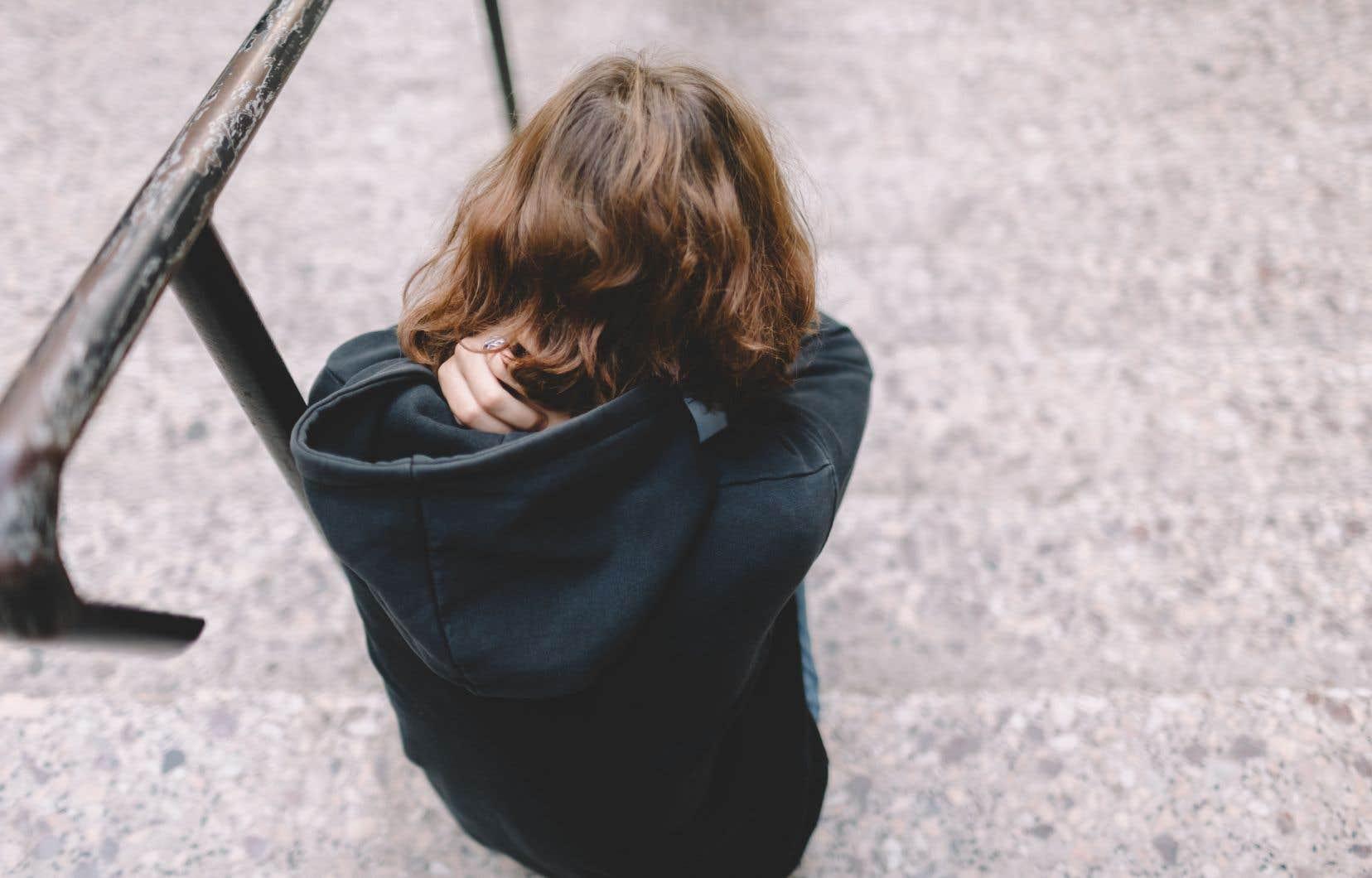 «Les changements d'habitudes, les deuils et les accommodements demandés à nos enfants et à nos adolescents au nom de l'urgence sanitaire sont en train de se transformer en stress chronique, que l'on sait fortement associé à la détresse morale et aux troubles psychiatriques», écrivent les autrices.