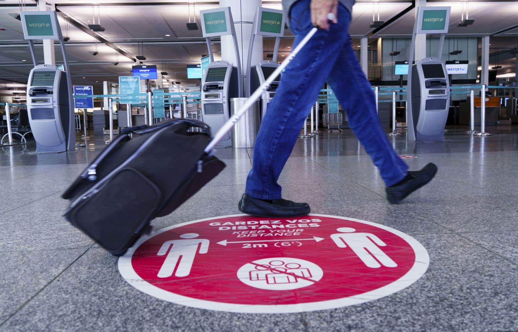 «Il est impératif qu'Ottawa apporte une aide financière aux transporteurs aériens et aux aéroports canadiens et adopte des mesures réglementaires pour remédier à la situation», pensent les auteurs.
