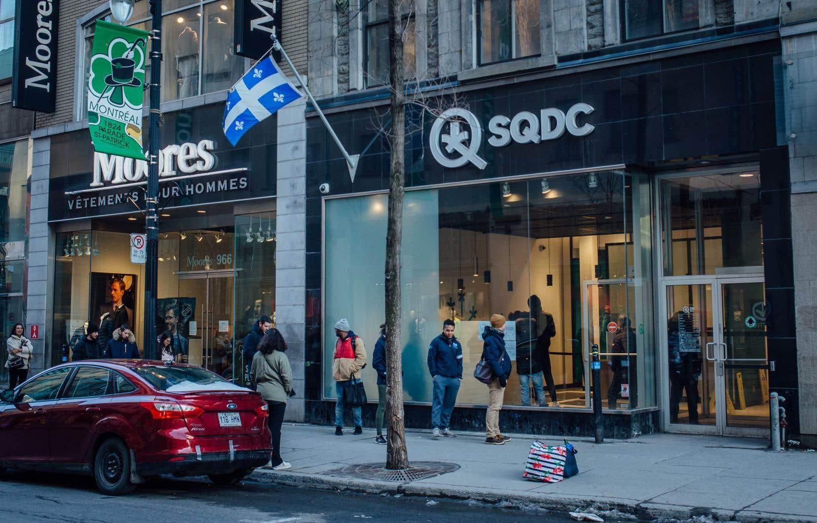 <p>La SQDC évalue sa part de marché en estimant qu'il se consomme environ 150millions de grammes de marijuana en une année au Québec.</p>