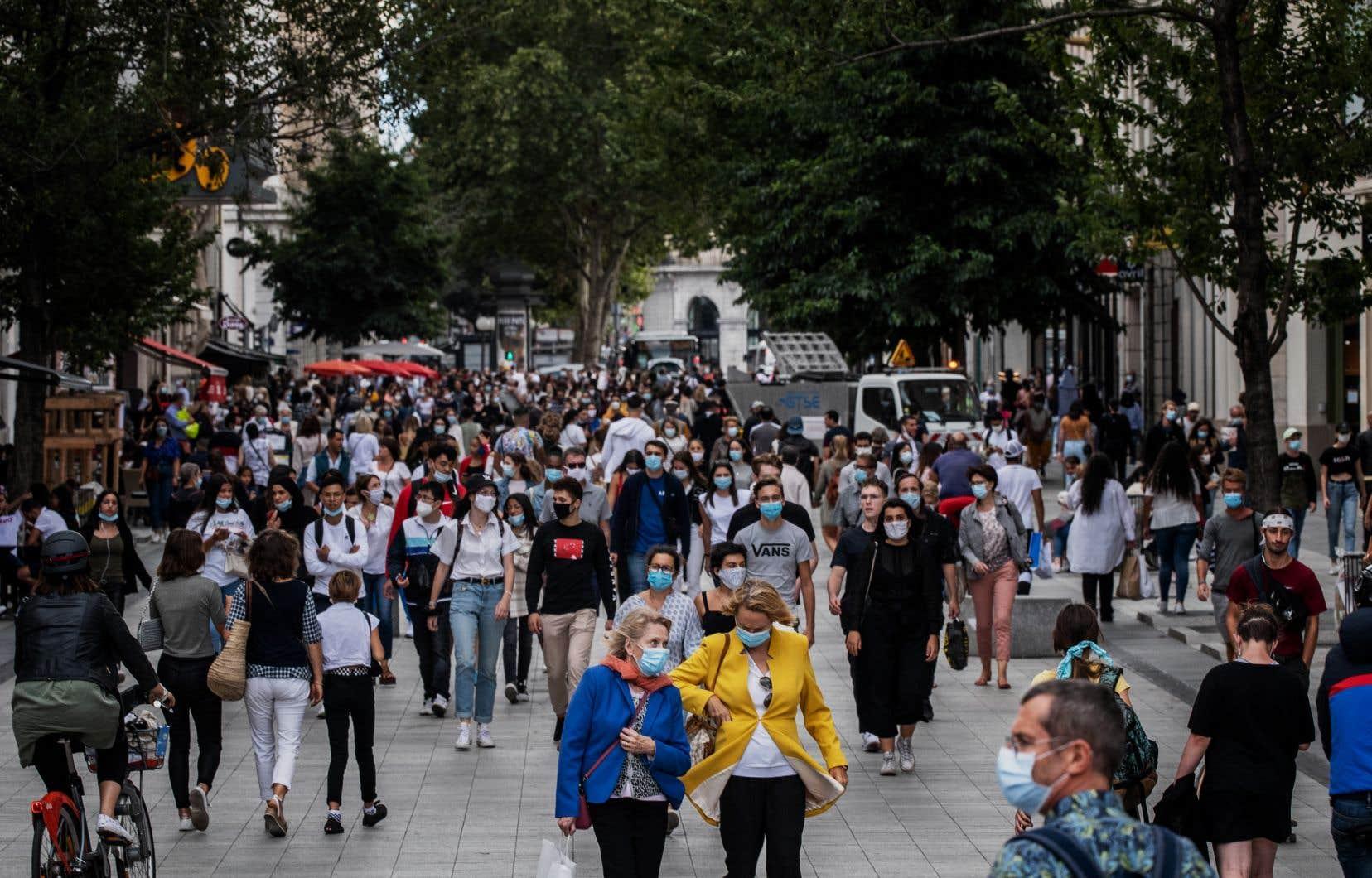 La zone Europe de l'OMS compte plus de 7,25millions de cas officiels et près de 250000 morts liées au virus, d'après le tableau de surveillance de l'organisation.