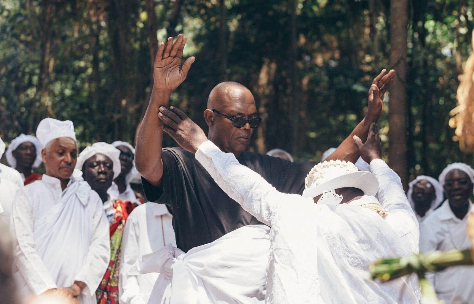 Si Samuel L. Jackson s'est vite impliqué dans l'élaboration d'«Enslaved», c'est en partie parce qu'il était guidé par une quête personnelle, celle de ses origines, qui remontent jusqu'au Gabon. Son arrivée là-bas marque pour le célèbre acteur une prise de contact spectaculaire avec ses racines.