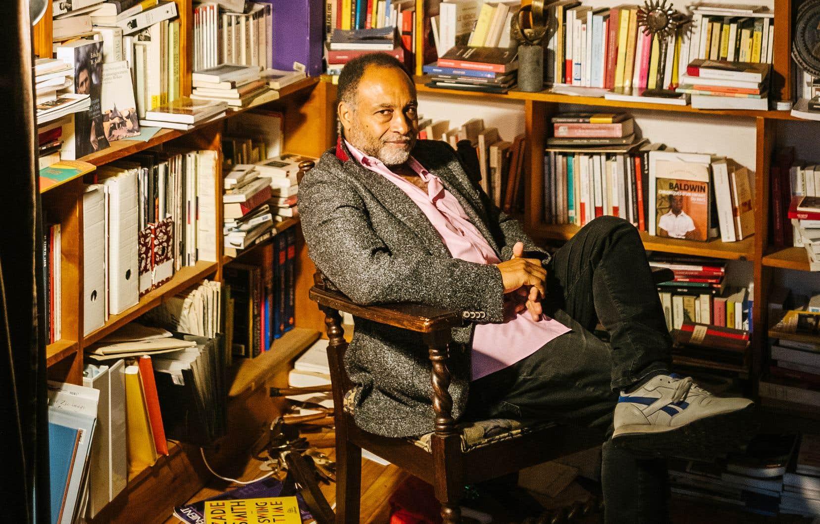 Depuis aussi longtemps qu'il écrit, Rodney Saint-Éloi se bat pour faire percer des voix porteuses de fragilité et d'humilité parmi les discours triomphants et arrogants qui dominent souvent l'espace public.