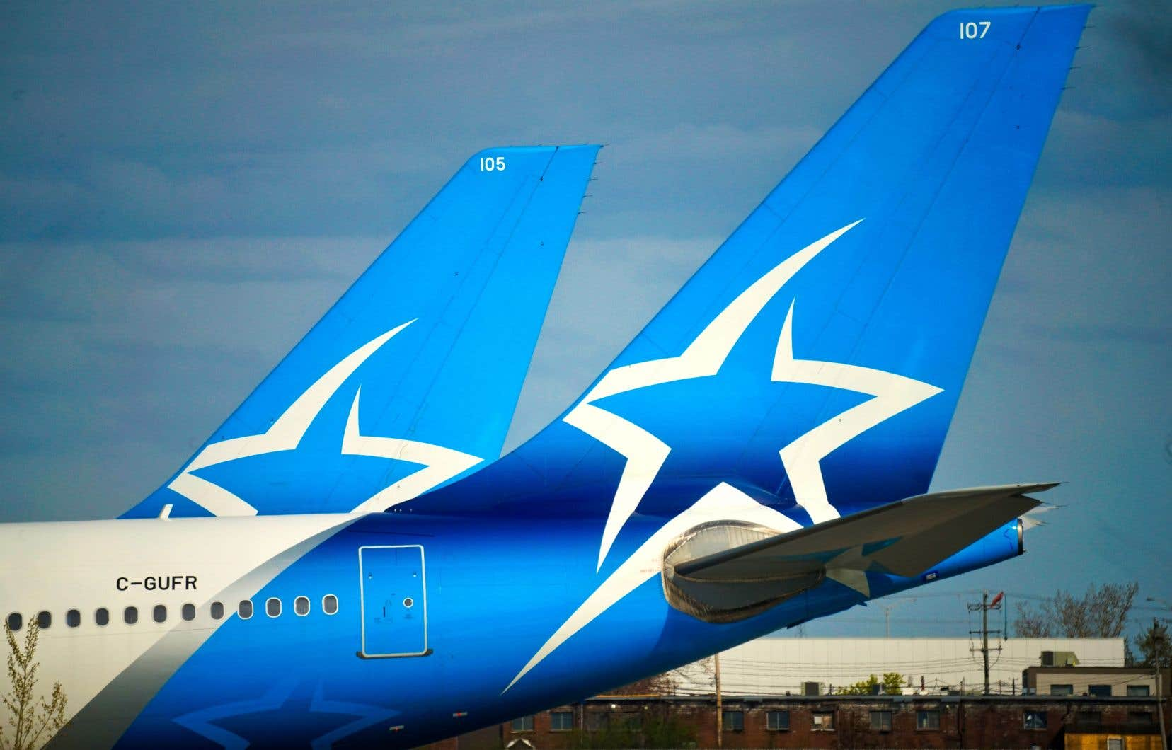 Air Canada propose désormais 5$ pour chaque action de la société mère d'Air Transat — une baisse de 72% par rapport à 18$ auparavant.