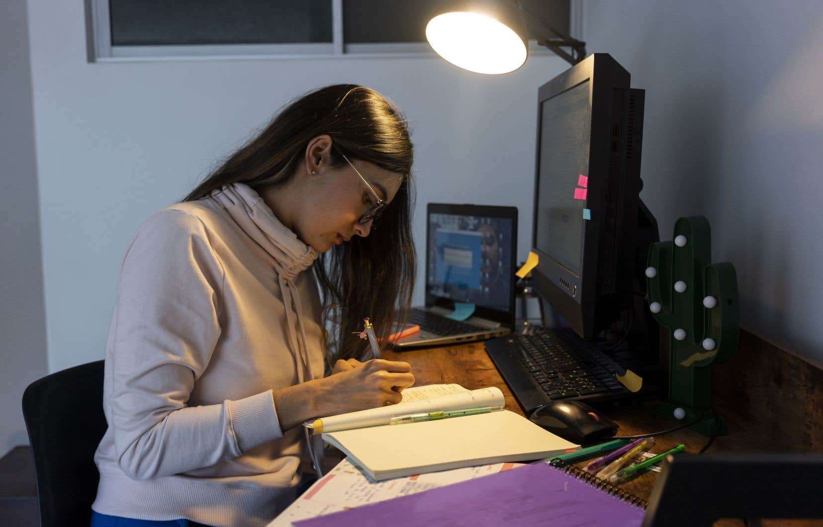 «Le cheminement universitaire se trouve réduit à une progression solitaire et robotique, démunie d'échanges d'idées», pensent les signataires.