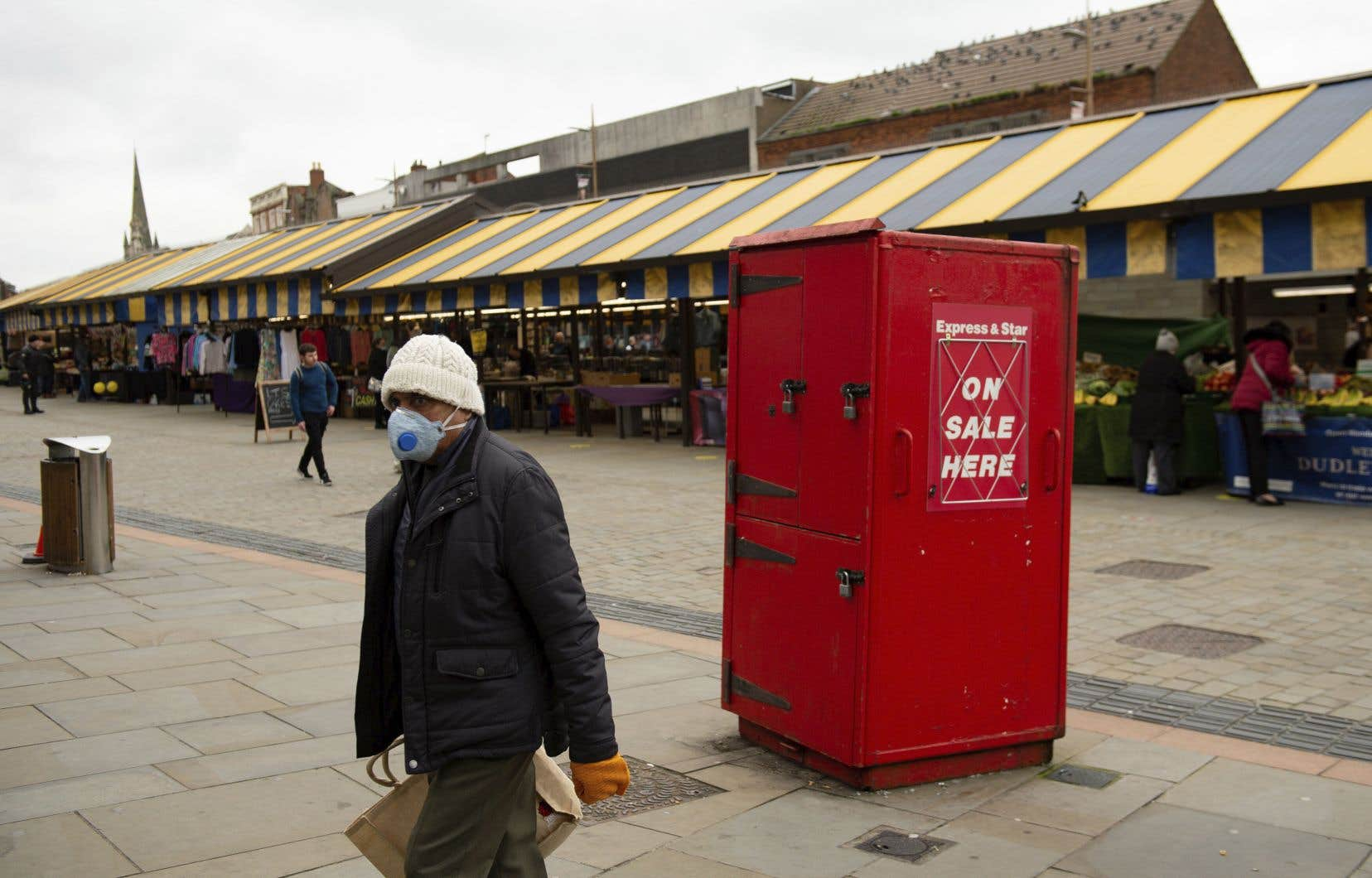 Le Royaume-Uni, pays européen le plus touché par la pandémie, est sujet à de nouvelles restrictions progressives selon ses régions.