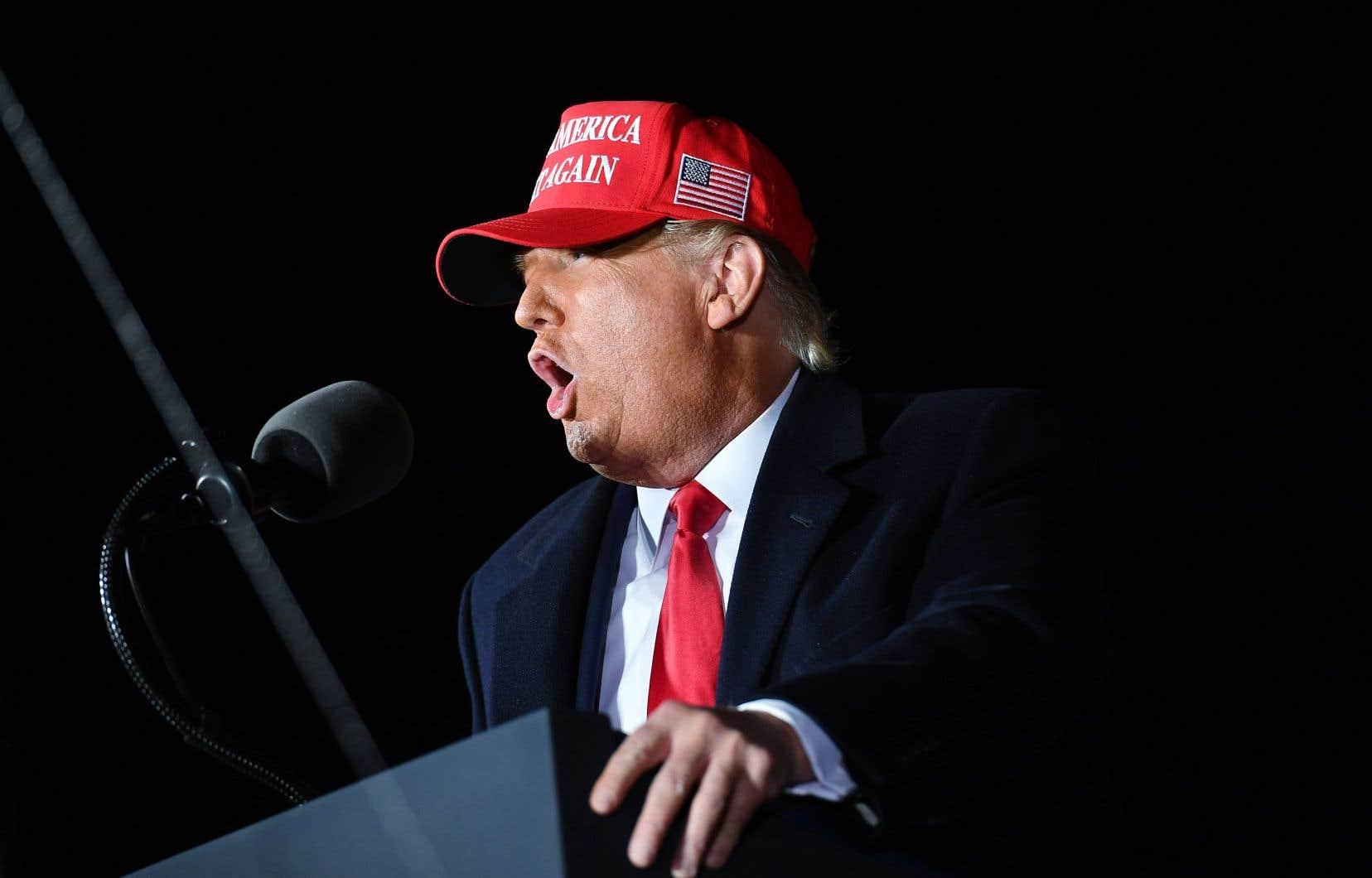 Donald Trump, attendu à Las Vegas samedi soir pour une tournée dans l'ouest du pays dès dimanche, avait remporté en 2016 le Michigan et le Wisconsin, deux États traditionnellement démocrates.