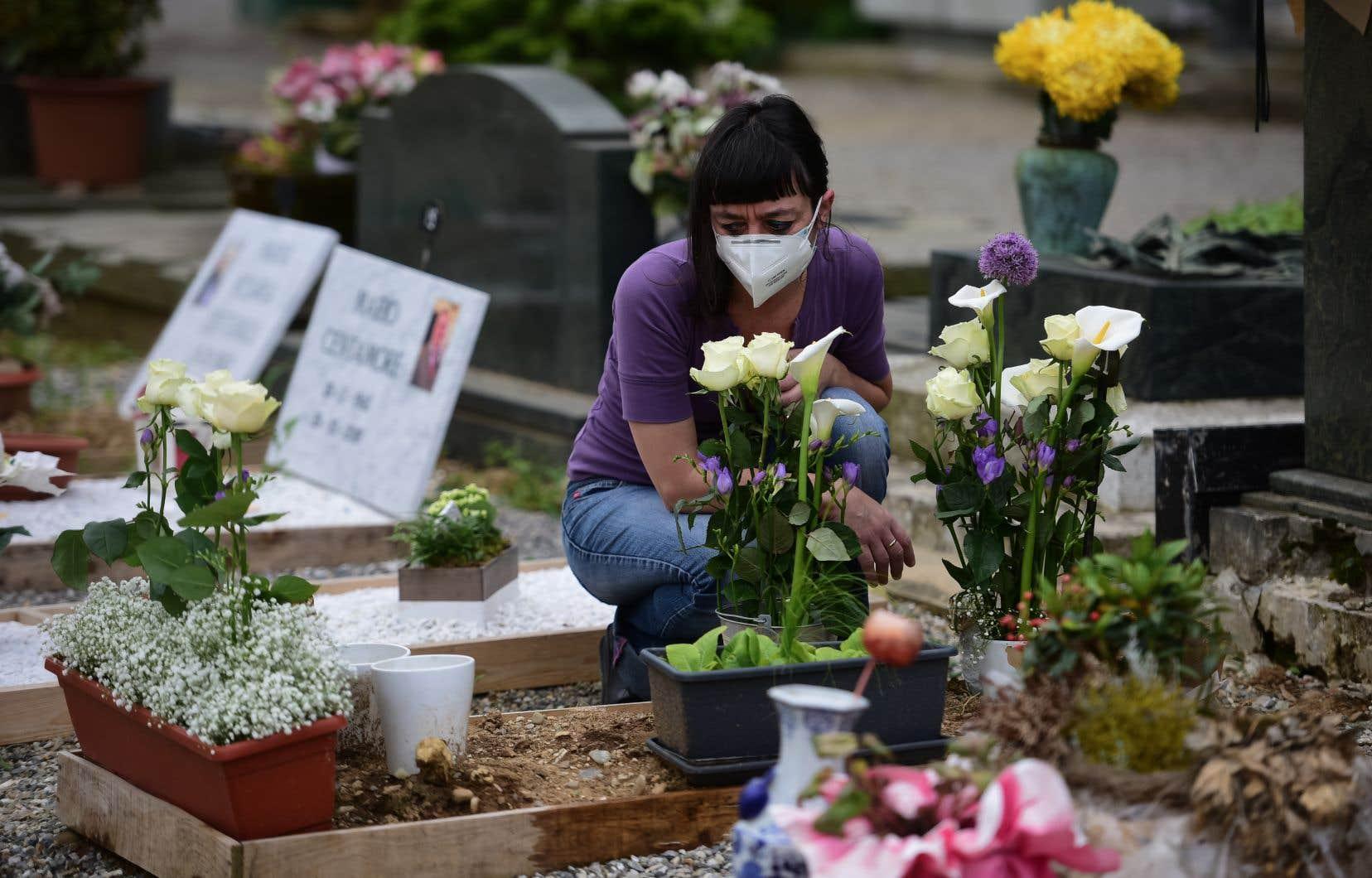 L'Italie, déjà durement touchée au printemps, a signalé vendredi 10010 nouveaux cas, son record quotidien absolu.