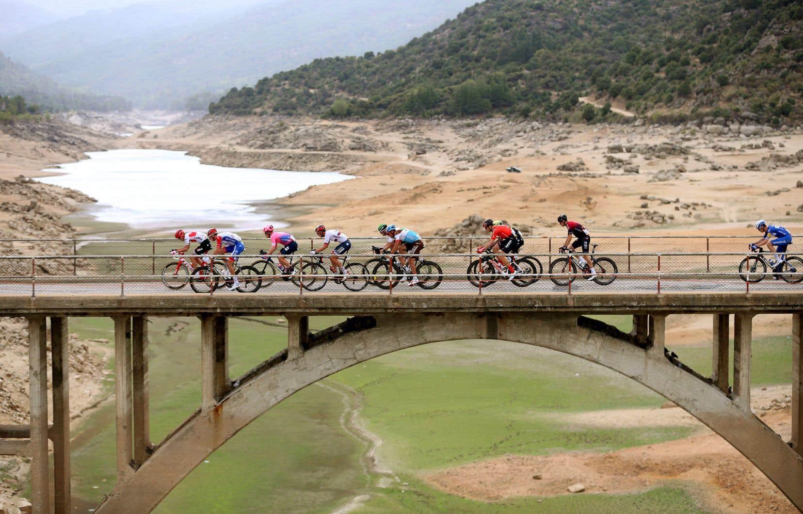 La Vuelta a pris plusieurs mesures qui, on l'espère, permettront aux coureurs de rester en bonne santé et de continuer la course jusqu'à Madrid.