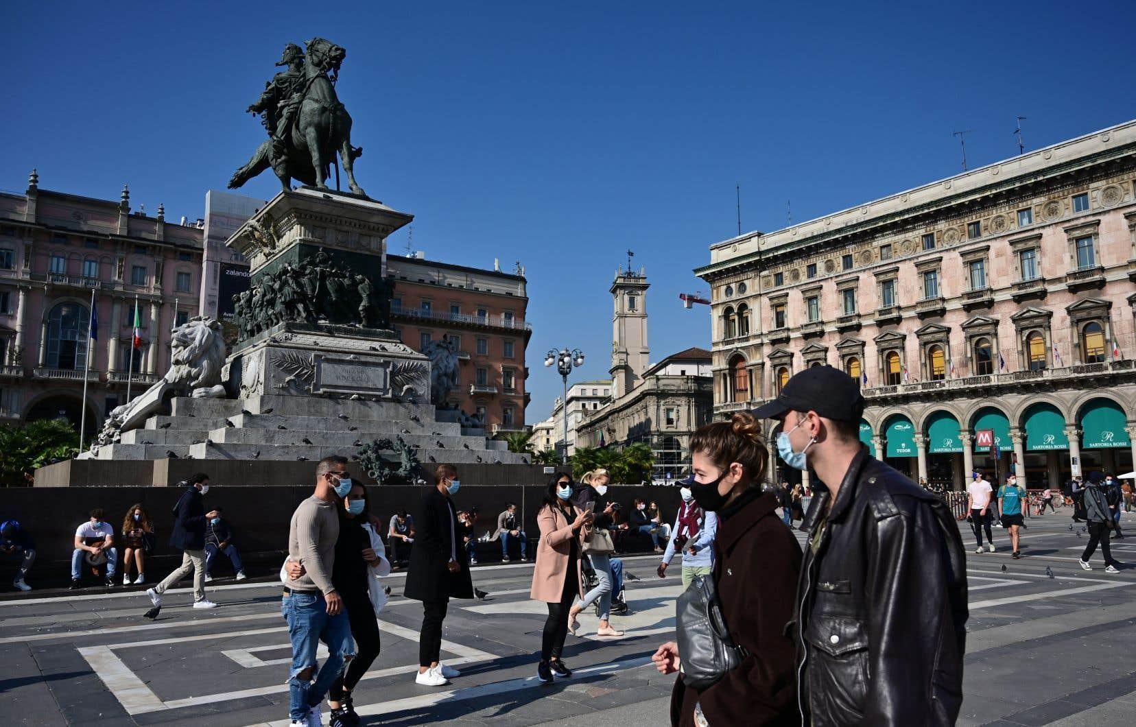 Traumatisés après la première vague, les habitants de Milan et du reste de la Lombardie apparaissent globalement respectueux des consignes.