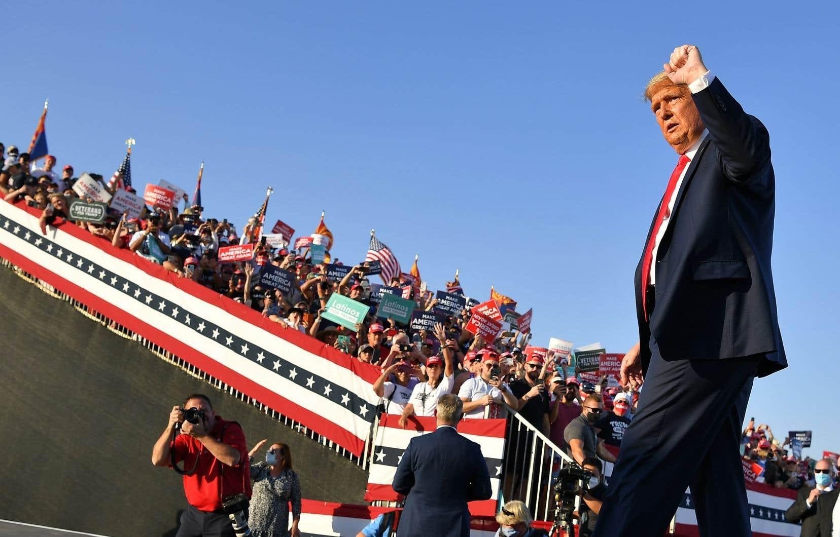 Le président Donald Trump à l'aéroport internationalde Tucson, en Arizona
