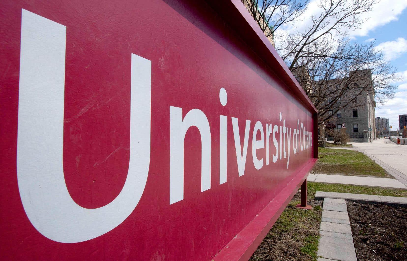 La ministre de l'Enseignement supérieur du Québec, Danielle McCann, déplore la façon dont l'Université d'Ottawa a géré cette affaire.